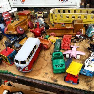 сломанные игрушки